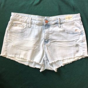 SO High Rise Shortie light wash size 17